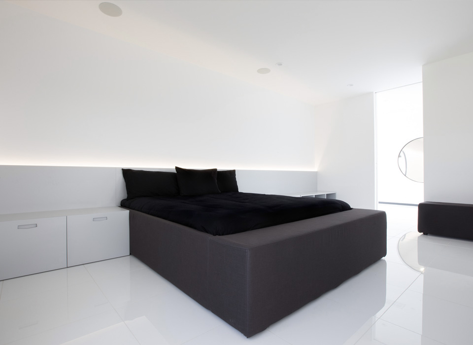 Nero Cubic Fabric Bed